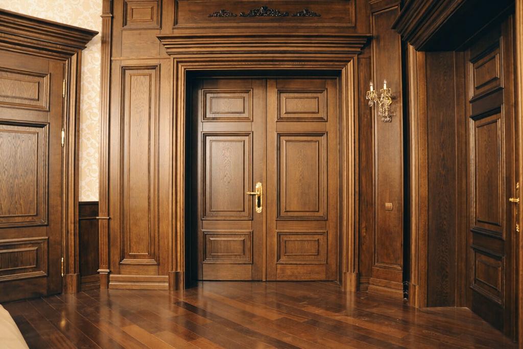 Купить двери из массива дерева на заказ в СПб от производителя