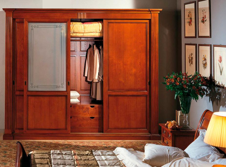 Шкафы-купе из массива дерева на заказ: изготовление шкафов от производителя