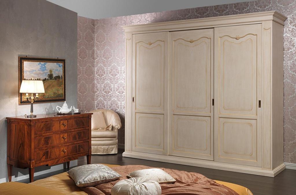 Шкафы в спальню из массива дерева на заказ